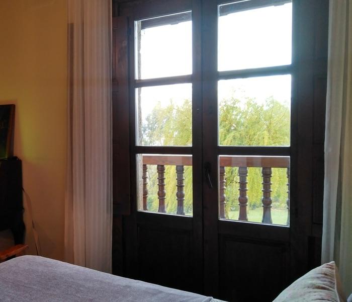 detalle balcon de una habitacion posada sel de breno