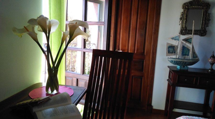detalle del balcon de una habitacion posada sel de breno